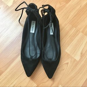 Steve Madden suede tie up pointed flats sz 6